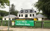 Meterslang groen spandoek bij de villa van Arjen Robben in Groningen: 'Arjen HELD, welkom thuis'