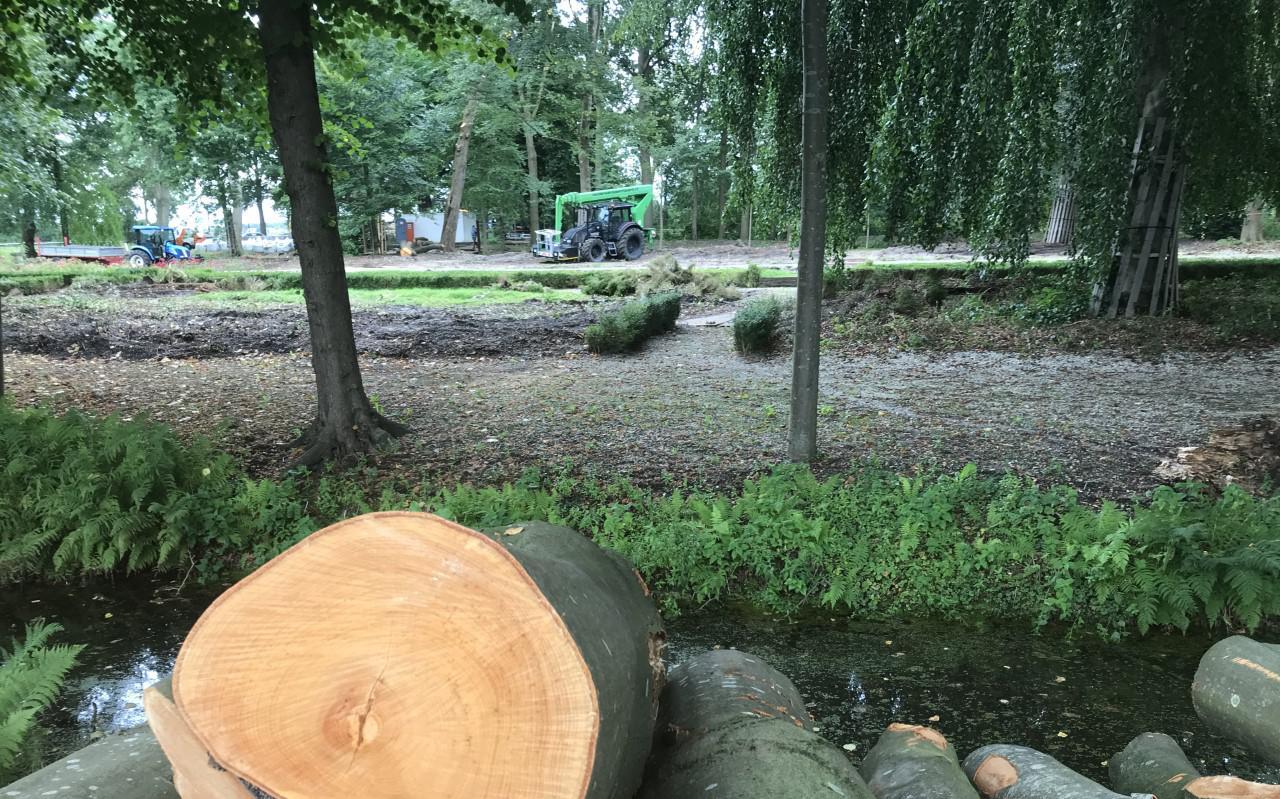 De tuin van Borg Welgelegen ligt nu overhoop.