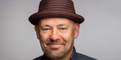 Bedenker, schrijver, regisseur en nu ook acteur in Het Pauperparadijs: Tom de Ket.