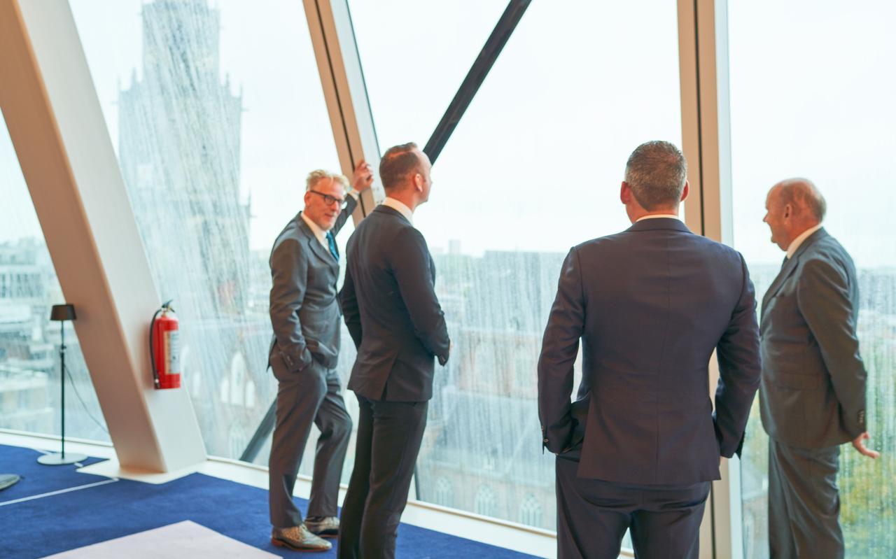 Robert Pestman uiterst links met zijn vroegere vrienden van Forum voor Democratie, Bart van der Werf, Daniël Osseweijer en Henk Marquart Scholtz. Pestman gaat verder voor Code Oranje.