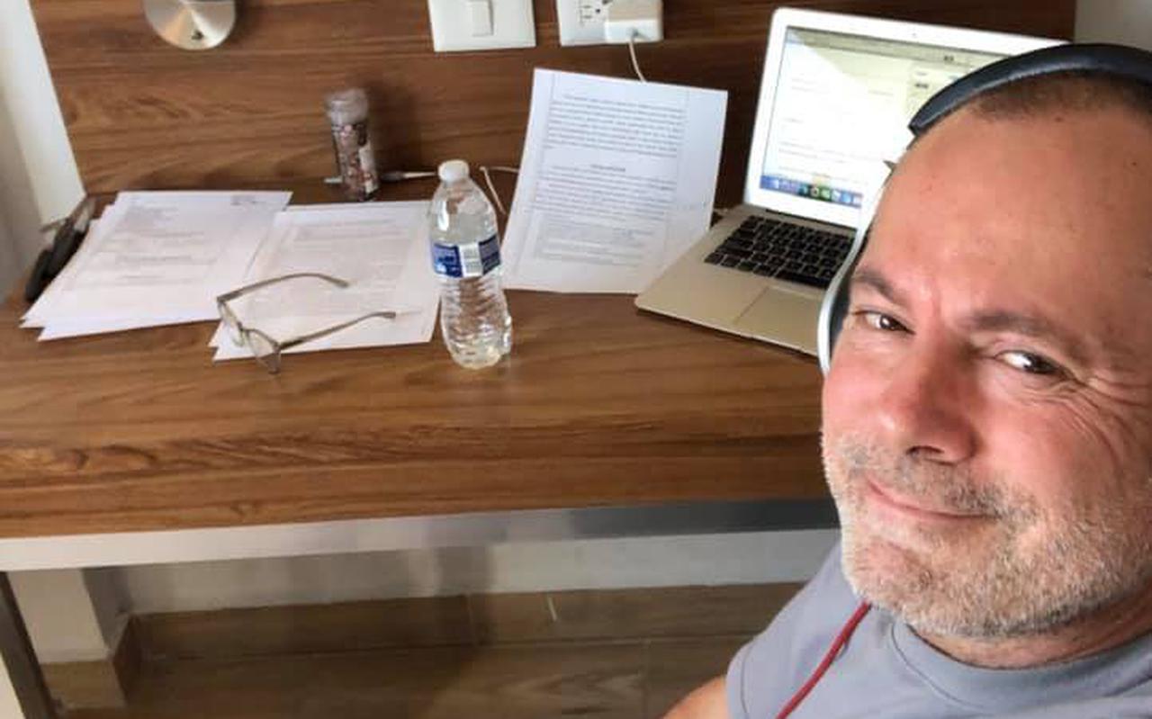 Frank Vingerhoed op zijn hotelkamer in Tijuana, Mexico