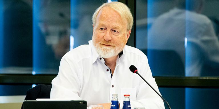 RIVM-directeur Jaap van Dissel geeft een briefing aan Kamerleden.