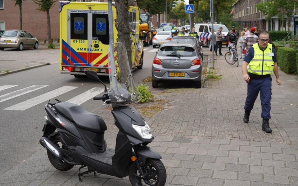 Kind op fiets gewond bij aanrijding met scooterrijder in Groningen.