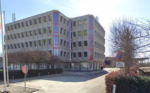 Het voormalige kantoorgebouw aan de Hogelandsterweg 16 in Farmsum.