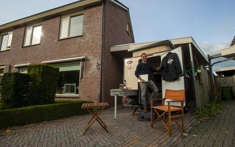 Kip uit Hoogeveen verhuurt caravans als mobiel kantoor voor thuiswerkers: 'Vier dagen hard werken en dan door naar de camping'