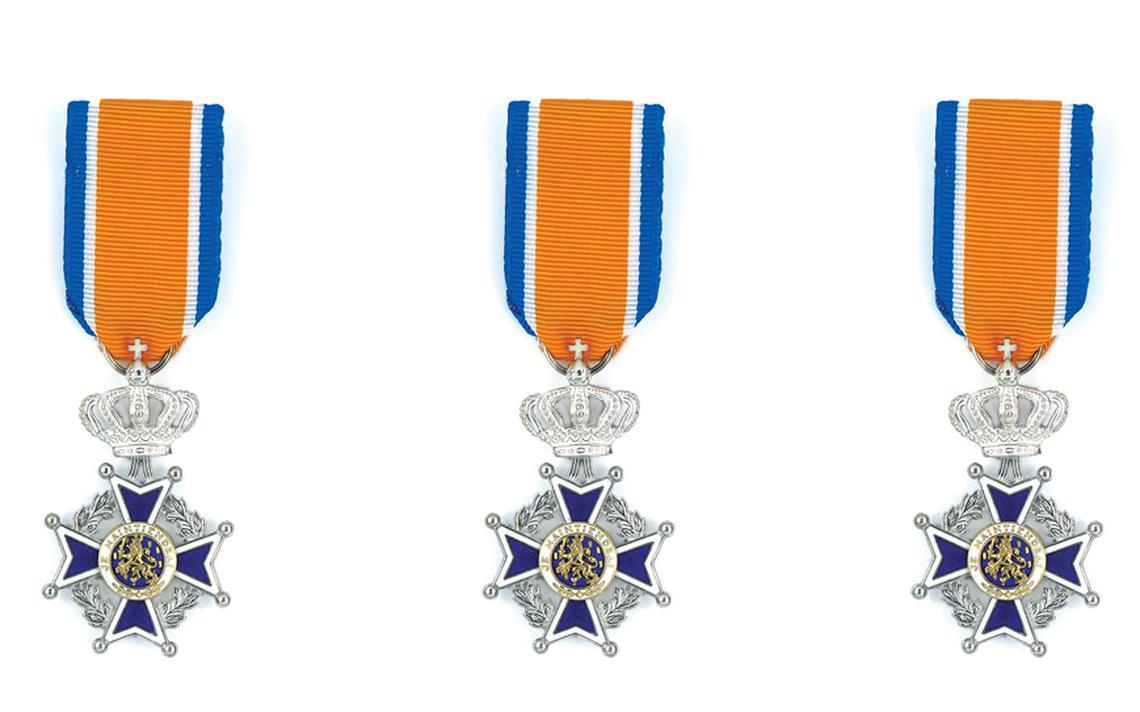 Koninklijke onderscheidingen voor drie brandweerlieden uit Anjum - Noardeast-Fryslân - Leeuwarder Courant