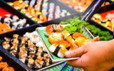 Schokkend Japans experiment: alle gasten van buffetrestaurant binnen 30 minuten 'besmet'. Zo snel grijpt een virus om zich heen