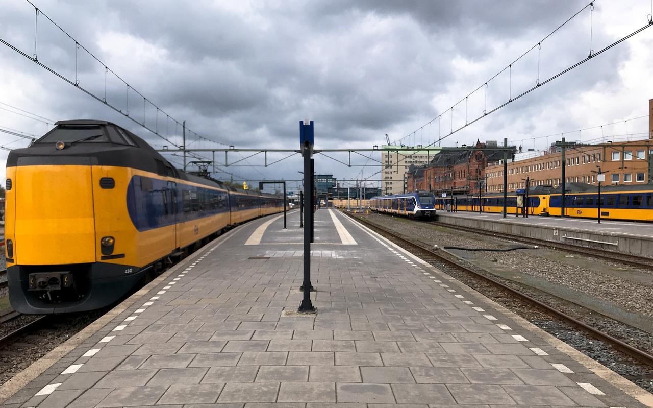 Treinen rijden sinds maandag een nóg kaler Hoofdstation binnen dan het al een jaar was door de ombouw.