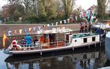 Opvallend: Sinterklaas vaart in Groningen al met de pakjesboot door de diepen (terwijl de landelijke intocht pas dit weekend is)