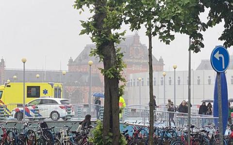 'Spekgladde brug bij Groninger Museum verandert bij regen in een glijbaan'