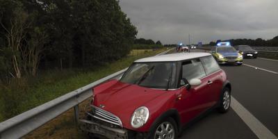 Op de A31 vinden regelmatig ongelukken plaats. Deze bestuurder belandde met zijn voertuig langs de kant van de snelweg.