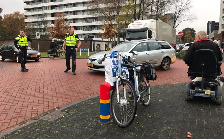 Fietser gewond bij aanrijding op kruising in Emmen.