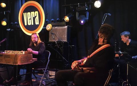 Meindert Talma en zijn kompanen bezingen Johan Cruijff in poptempel Vera in Groningen: vreemd, knullig, rommelig, hilarisch en charmant