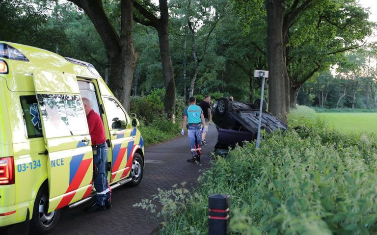 Jonge joyrider gaat in Gasselte met auto van ouders over de kop