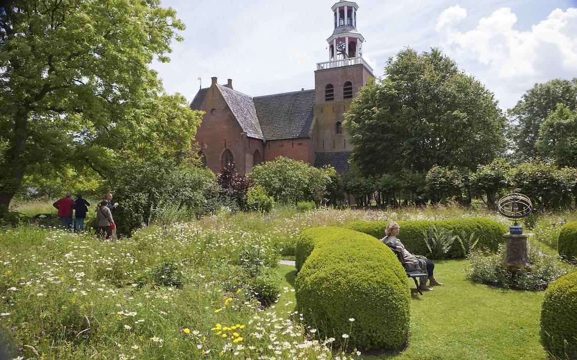 Domies Toen in Pieterburen doopt noodklokdag om tot feestklokdag - Dagblad van het Noorden