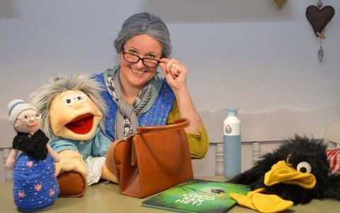 Juf Roelien Tissingh uit Ruinen maakt kinderen én volwassenen enthousiast met haar alter-ego Oma Roefie