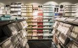 Leveringen aan winkels lopen achter. Door lockdown tekort aan kaarsen, banken en keukens uit Azië