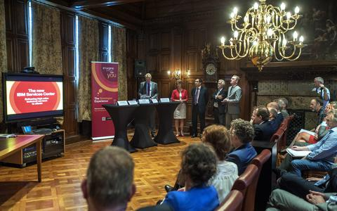 Met een heuse persconferentie werd de komst van IBM naar Groningen in 2013 officieel bekend gemaakt.
