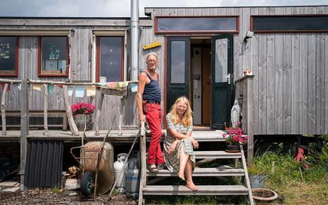 Rox Menses en Paula den Hoed, bewoners van het eerste uur op Woldwijk.