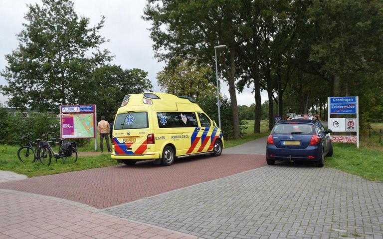Fietser gewond na botsing met auto in Eelderwolde.