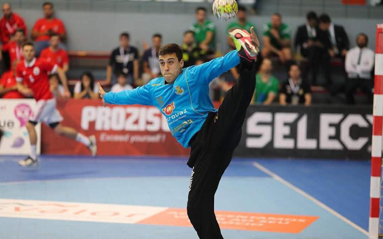 De Portugese doelman David Ferreira in actie.