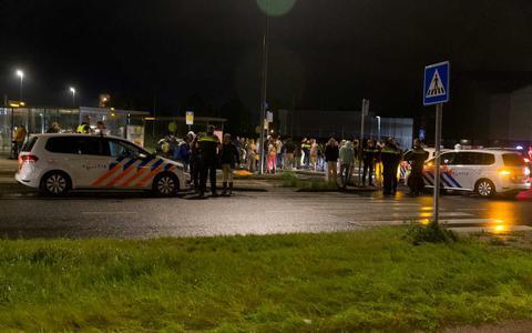 De politie probeert de situatie bij Kardinge te controleren.