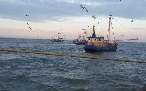 Zoektocht van vissersschepen naar vermist meisje (14) bij Ameland levert niets op: 'Het is zoeken naar een speld in de hooiberg'