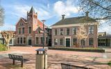 Het voormalige gemeentehuis van Grootegast fungeert voorlopig als bestuurlijk centrum van de gemeente Westerkwartier.