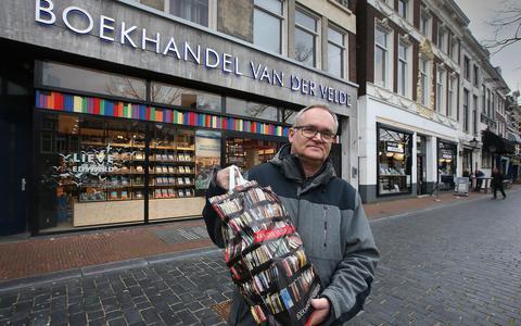 Van der Velde verkoopt even geen boeken: 'Personeel zit liever thuis bij familie'