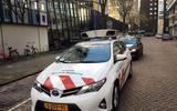 Nooit meer een parkeerboete: nieuwe dienst waarschuwt wanneer de parkeerwachters langs je auto rijden