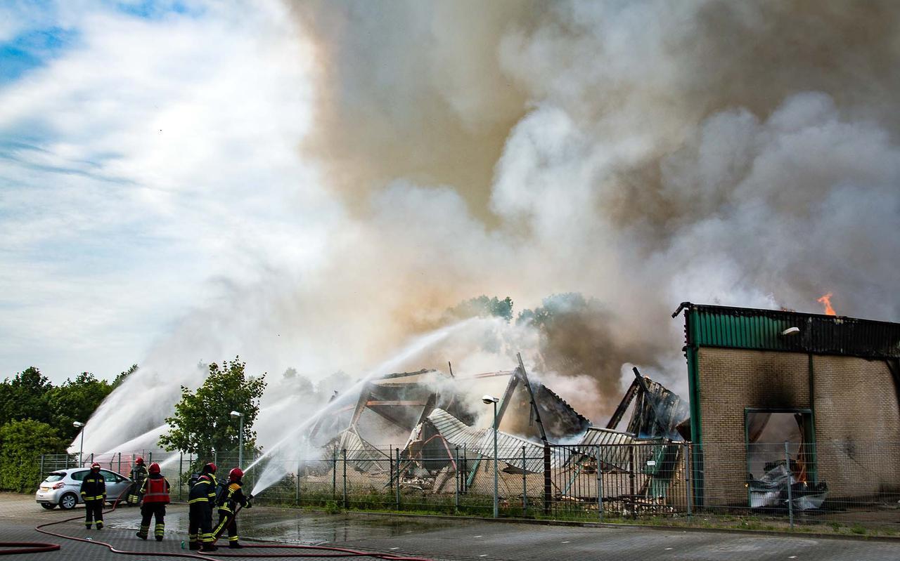 Het filiaal van Welkoop in Hoogezand brandde in juni 2017 tot de grond toe af. Sindsdien bakkeleien de gemeente Midden-Groningen en Welkoop over herbouw aan het Winschoterdiep. Na vier jaar is men aanbeland bij de Raad van State.