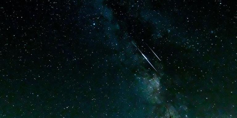 De Aarde Kruist De Baan Van De Komeet Swift Tuttle Hier