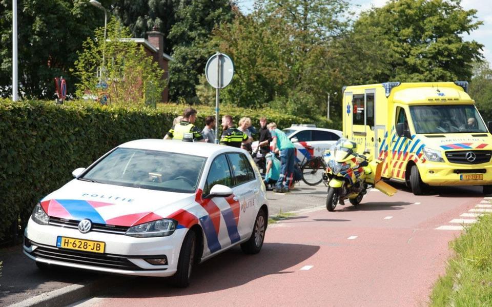 Fietser naar ziekenhuis na aanrijding met auto in Haren.