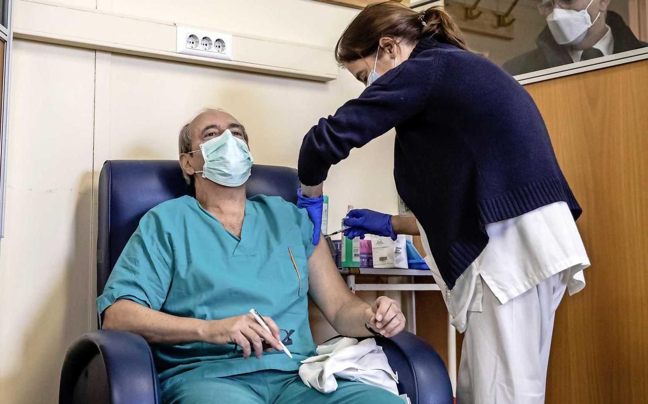 In Portugal wordt ziekenhuispersoneel als eerste gevaccineerd.