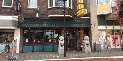 Bij Chinees restaurant Lotus in Hoogeveen was vrijdagochtend niet veel meer van de hectiek van donderdag te merken. FOTO WILLEM DEKKER