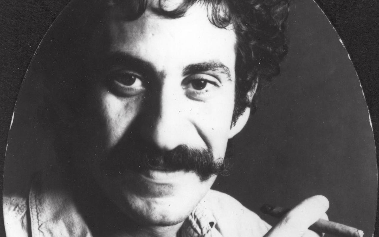 """Scan Job van Schaik. Jim Croce, 1968  Foto: Ingrid Croce  This work is in the public domain in the United States because it was published in the United States between 1926 and 1977, inclusive, without a copyright notice. For further explanation, see Commons:Hirtle chart as well as a detailed definition of """"publication"""" for public art. Note that it may still be copyrighted in jurisdictions that do not apply the rule of the shorter term for US works (depending on the date of the author's death), such as Canada (50 p.m.a.), Mainland China (50 p.m.a., not Hong Kong or Macao), Germany (70 p.m.a.), Mexico (100 p.m.a.), Switzerland (70 p.m.a.), and other countries with individual treaties."""