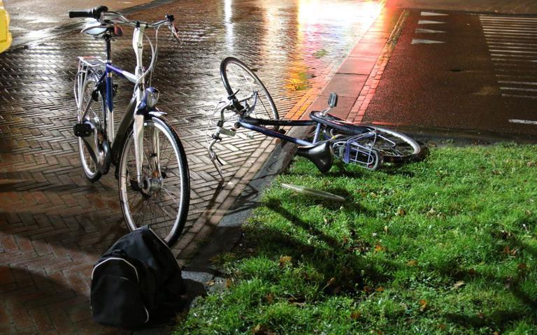 Twee fietsers aangereden op rotonde in Winschoten.