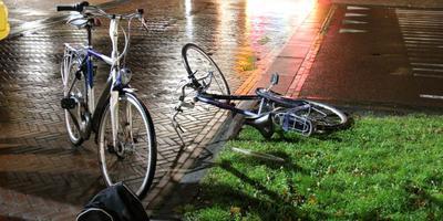 Een van de twee fietsers moest naar het ziekenhuis.