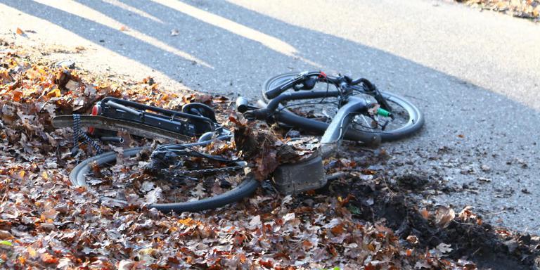 De fietser raakte gewond. FOTO VAN OOST MEDIA