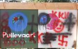 Vandalen die bedrijfsbord van bed & breakfast en logeerboerderij in Elim bekladden met hakenkruizen melden zich: 'Ze mogen alles schoonmaken'