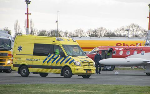 Farid Meddour na inzamelingsactie met ambulancevlucht geland op Groningen Airport Eelde. De eigenaar van Sunny Beach lag in kritieke toestand in een Bulgaars ziekenhuis