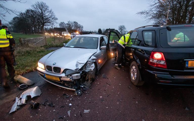 Gewonde bij botsing in Boerakker doordat automobilist de bocht te ruim nam.