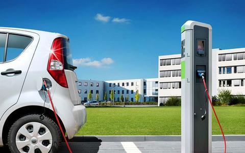 Duitse overheid verplicht laadpaal voor elektrische auto bij alle tankstations