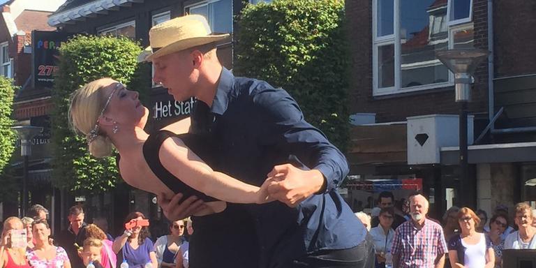 Niek Deelstra doet nogmaals zijn winnende dans. FOTO DVHN