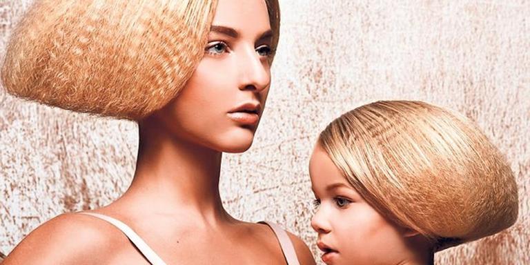 Twee modellen van Rolinda Steenge. FOTO ARJAN BEUGELINK