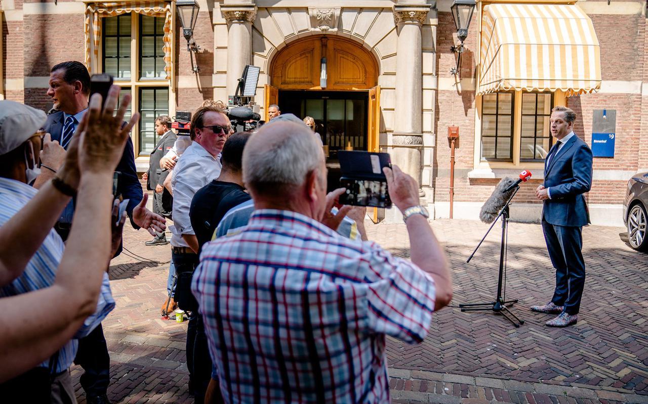 Demissionair Minister Hugo de Jonge op het Binnenhof na afloop van de Ministeriele Covid-19 Commissie (MCC), 16 juni 2021.