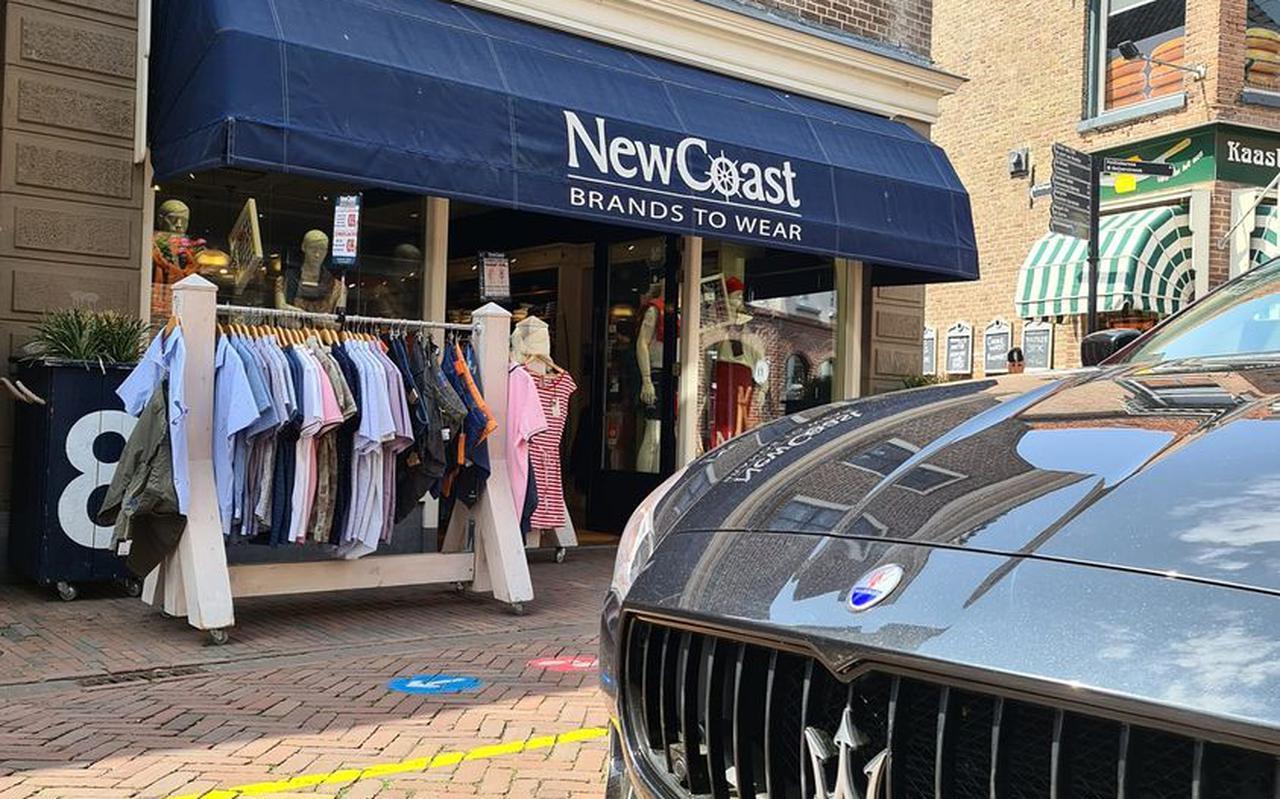 Bij New Coast in de Hoofdstraat in Meppel werd voor 2800 euro aan kleding gestolen.