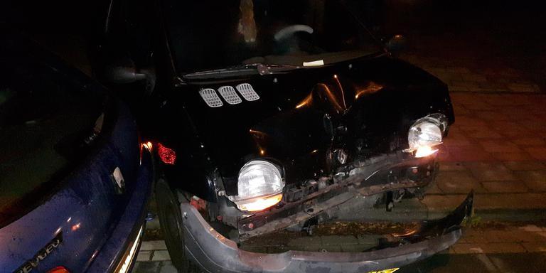Geparkeerde auto's beschadigd. FOTO PERSBUREAU METER
