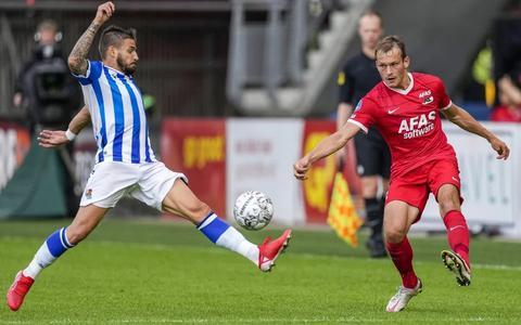 Thijs Oosting in de oefenwedstrijd tegen Real Sociedad in actie als linksback.