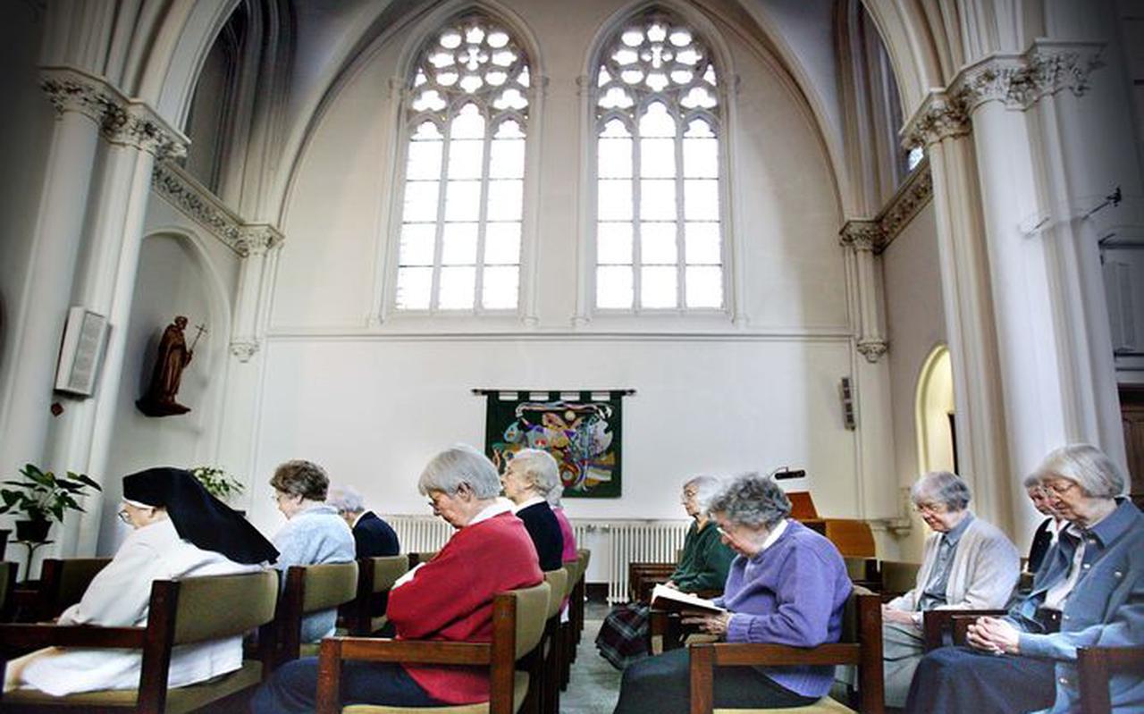 Huize Bijdorp, het klooster in het Zuid-Hollands Voorschoten waar al vier slachtoffers zijn gevallen. De overgebleven nonnen en monniken zitten inmiddels allemaal in quarantaine op hun kamers.